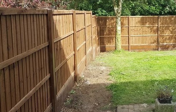 we install timber fencing and fence posts in derbyshire